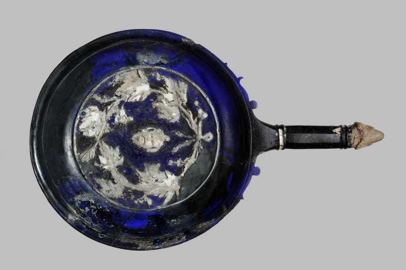 MANN: per la prima volta esposto il piatto blu della casa del Poeta Tragico. Riapre la collezione degli oggetti della vita quotidiana nelle città vesuviane