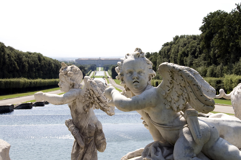 Reggia di Caserta, dal 26 riaprono il Parco e il Giardino inglese. Dal 1 maggio anche gli appartamenti reali