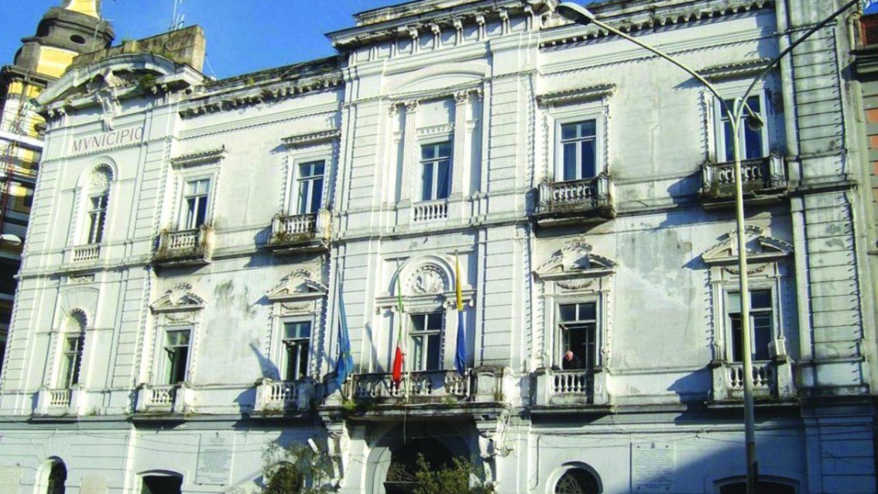 Covid, Castellammare: limiti per passeggiare in Villa Comunale, sospesi mercatini rionali e negozi di distribuzione self-service