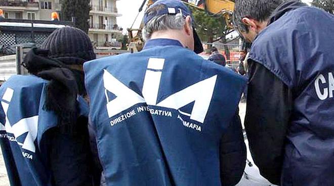 Blitz tra Caserta e Trapani: casalesi e denariani nel mirino