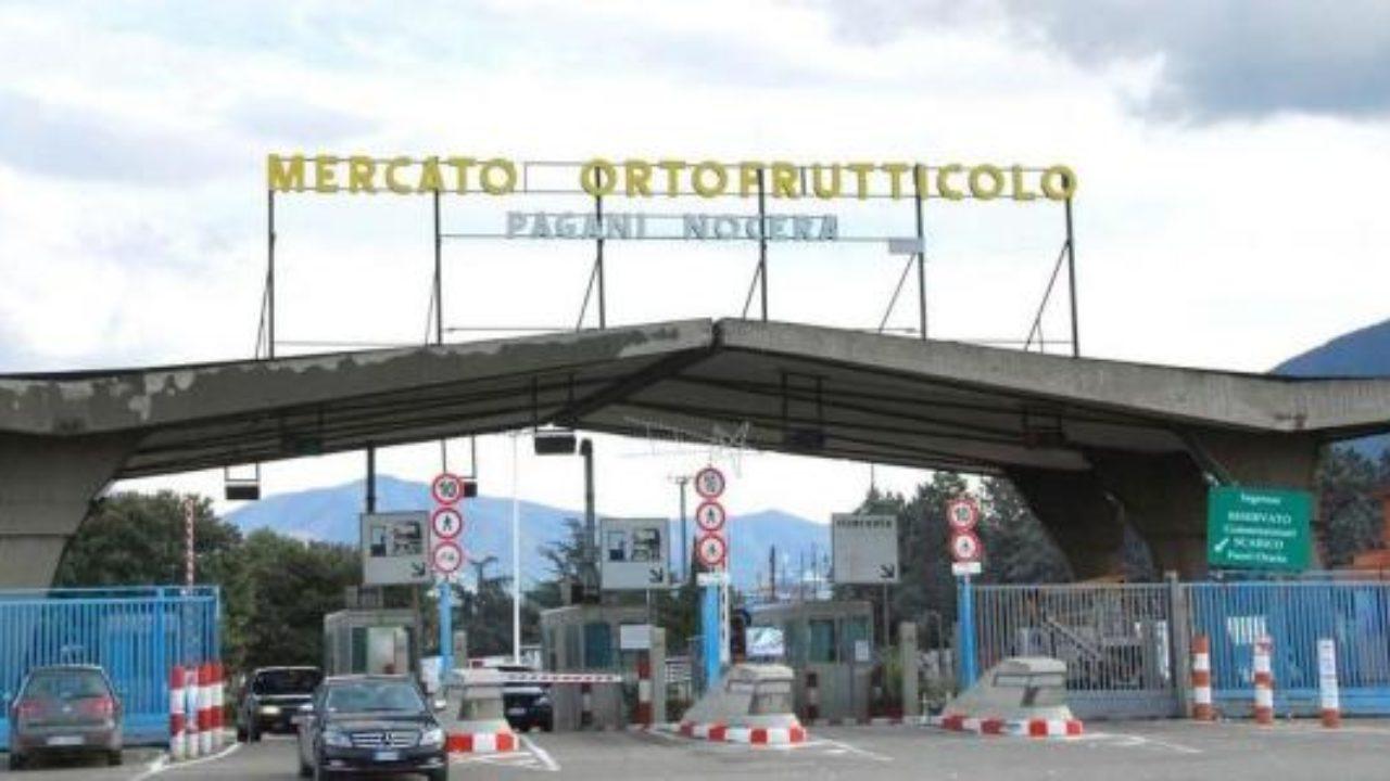 Il mercato Nocera Pagani in affanno sui rifiuti : sporche sia le aree interne che quelle esterne.