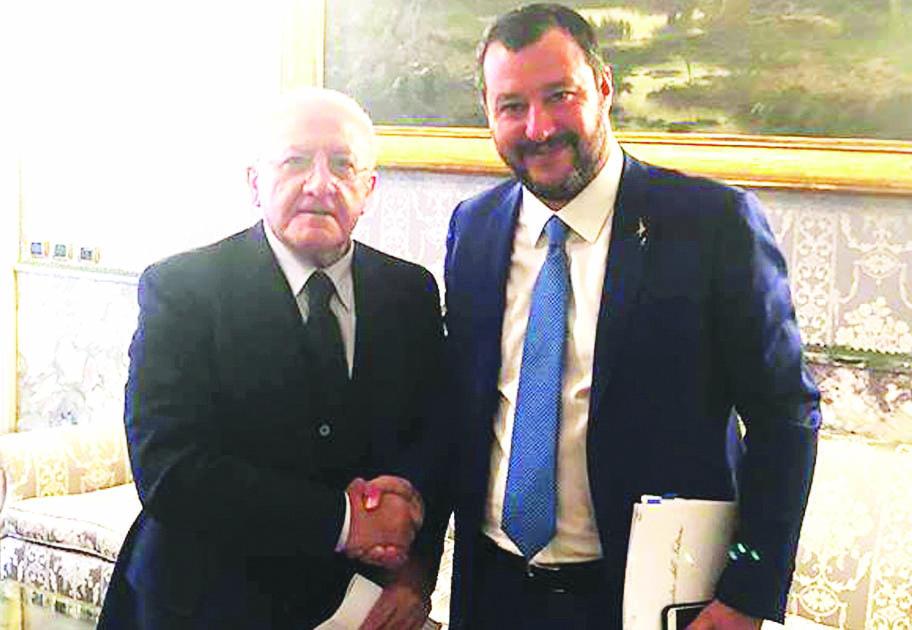 """Salvini su De Luca: """"È nu piatt vacant"""""""