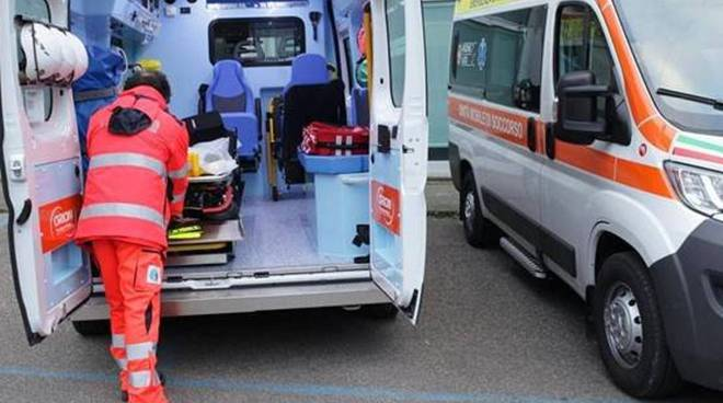 Angri: morto d'infarto, picchiati i sanitari del 118