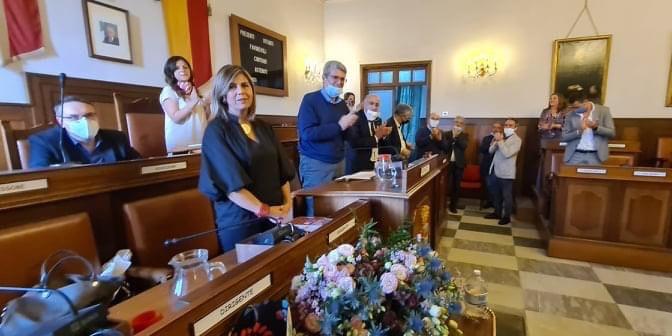 Cava de'Tirreni: il Puc approvato con i fiori all'assessora