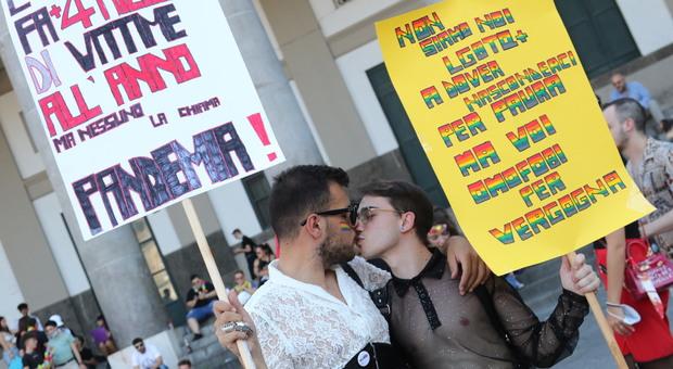 Napoli: il sabato dell'orgoglio Pride