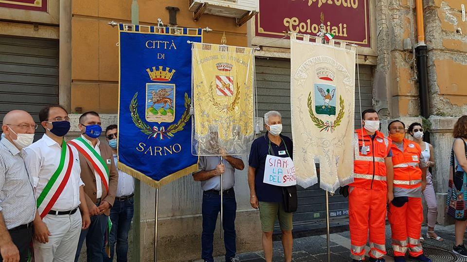 Flash Mob Fiume Sarno: elogio alle tre amministrazioni nostrane presenti
