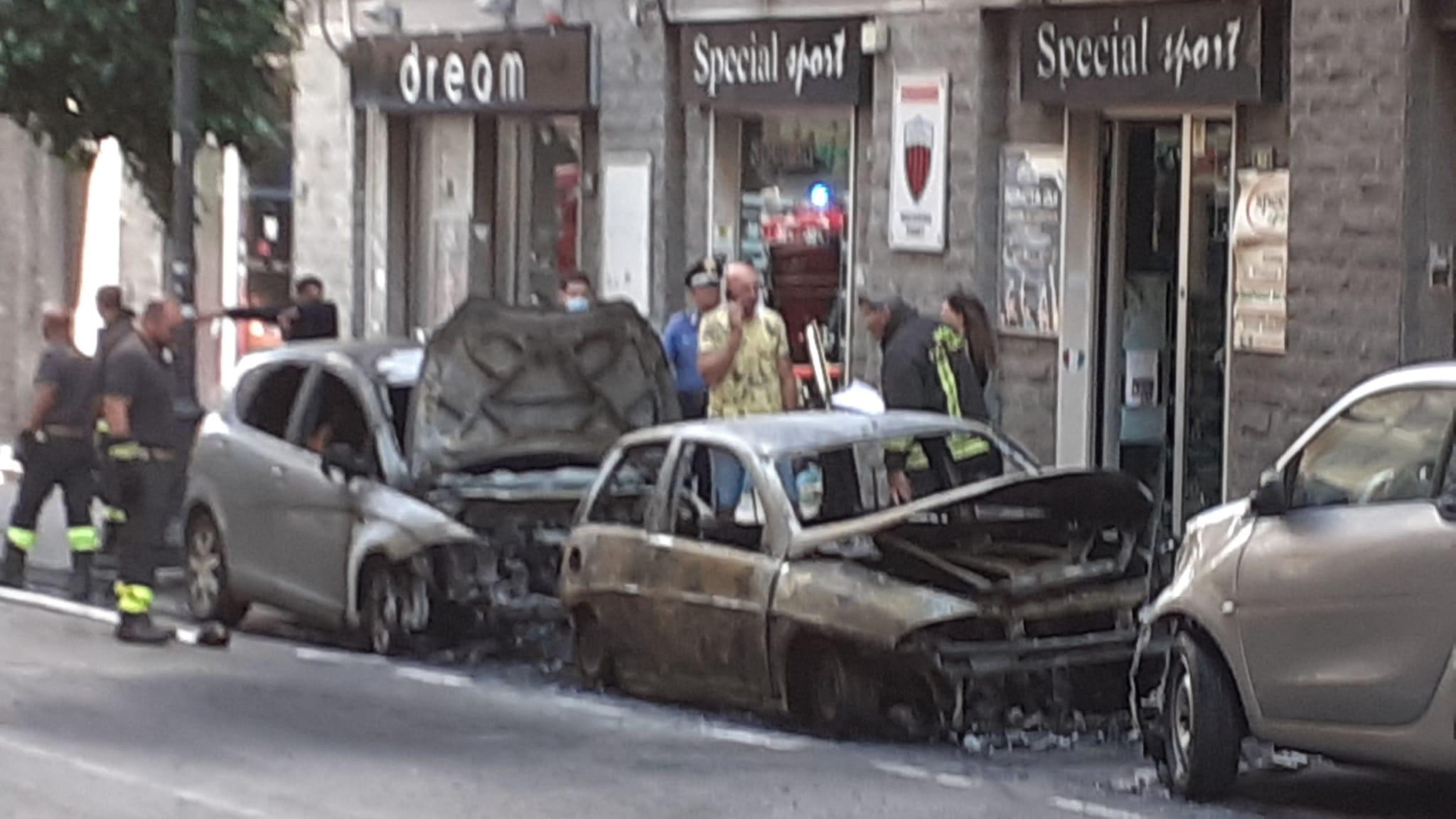 Nocera Inferiore: macchine incendiate, si cerca di ricostruire la dinamica esatta