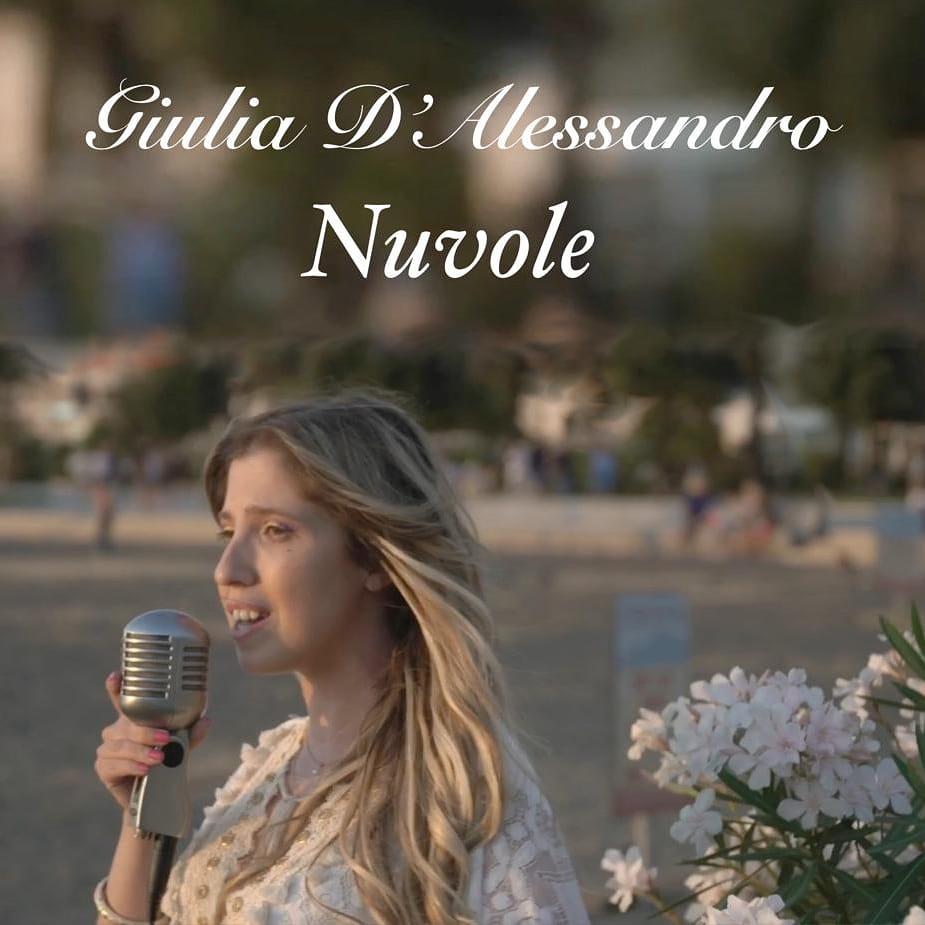 Nuvole, il nuovo inedito della cantautrice nocerina Giulia D'Alessandro