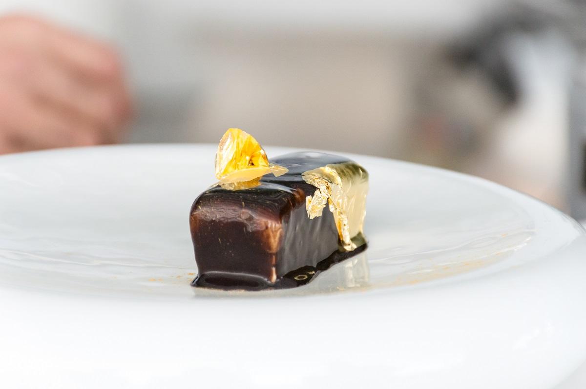 Il lingotto di Nunzio Spagnuolo: lo chef del Rada di Positano mette l'oro sul dessert!