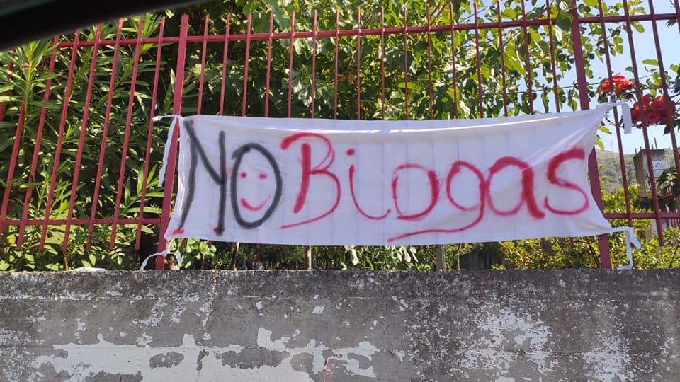 """Sarno. """"Basta biogas"""".  300 cittadini protestano dinanzi agli impianti"""