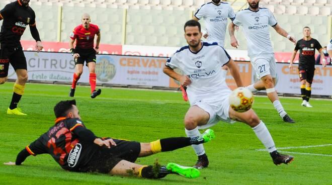 Catanzaro-Cavese 2-1: Maiuri comincia con una sconfitta