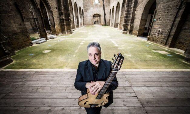 Regali di Natale: il concerto di fine anno del poliedrico chitarrista Francesco Buzzurro