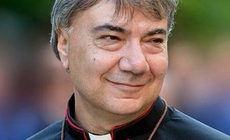 """Monsignor Battaglia, appello drammatico: """"Stanno uccidendo Napoli"""""""