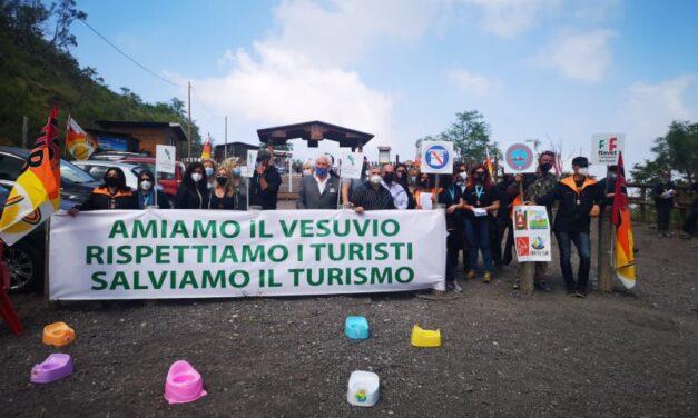 """Vesuvio, manifestazione della filiera turistica. """"Così rischia di essere cancellato dai circuiti turistici"""""""