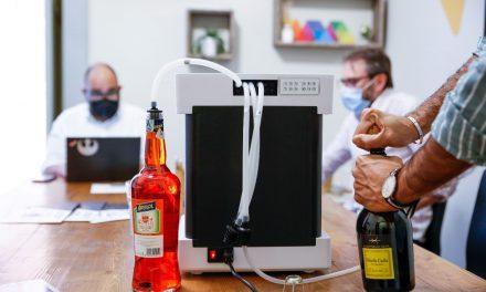 Lo spritz? Lo fa il robot! Dalla sinergia di realtà meridionali arriva in Campania Barty, la macchina da 150 cocktail all'ora