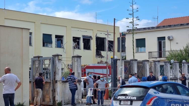 Castellammare: pomeriggio di panico, esplosione al Commissariato