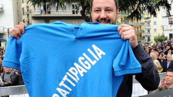 Salvini a Battipaglia attacca De Luca sulla mascherina
