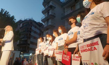 Salerno: folla straripante per l'apertura della campagna elettorale di Elisabetta Barone