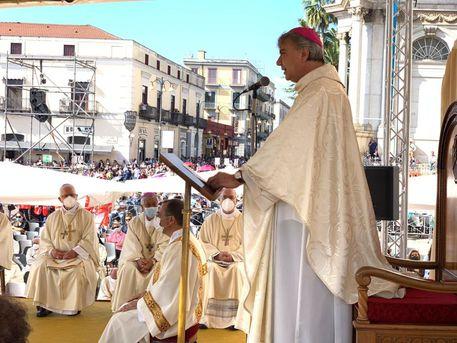 """Pompei, supplica, l'arcivescovo Battaglia: """"il futuro è dei piccoli """""""
